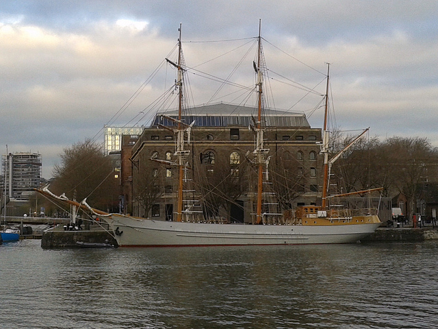 Three-masted barque Kaskelot of Bristol (1948) & Arnolfini building, City Docks, Bristol 10.12.2013 002